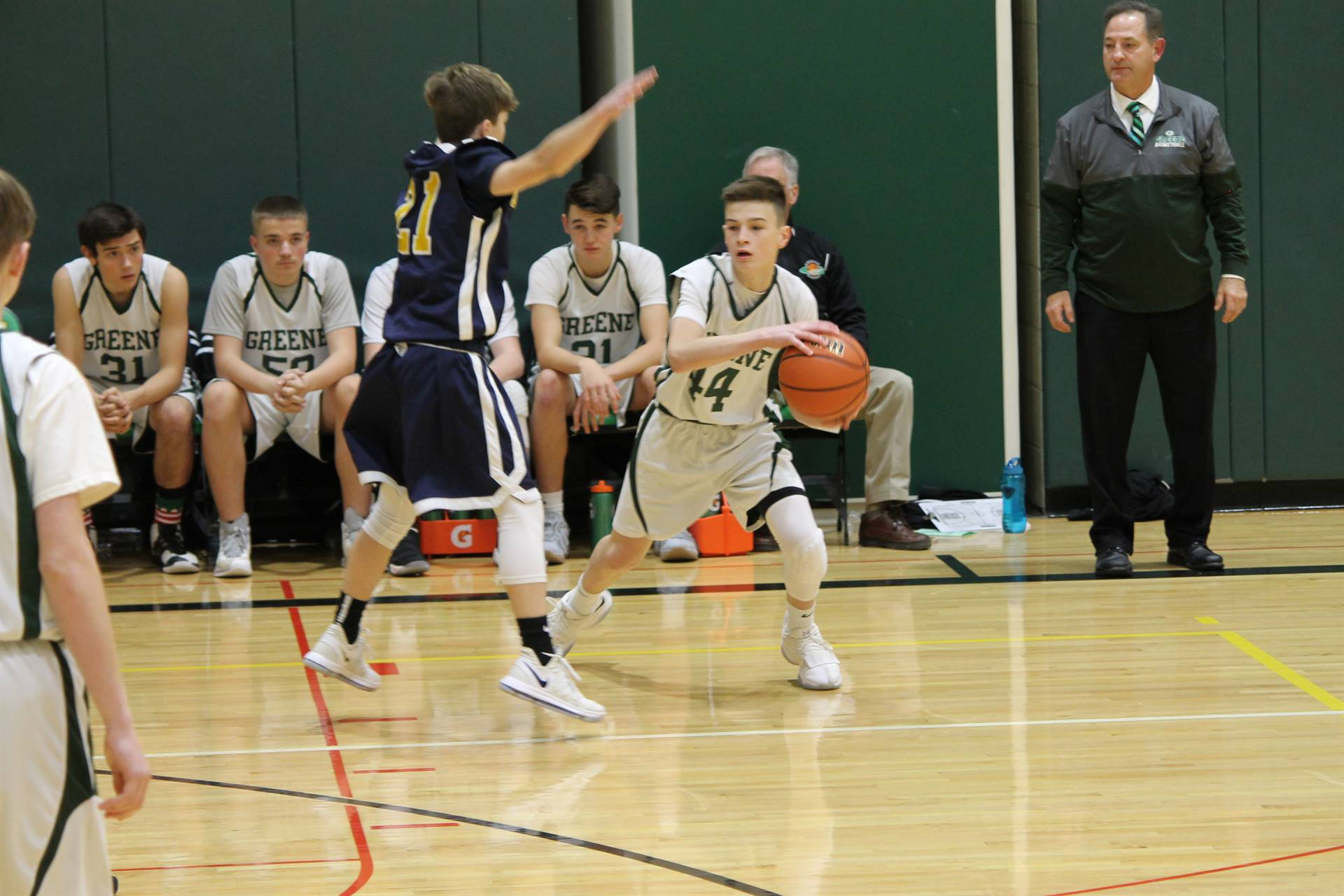 8th grade boy passing a basketball during a game