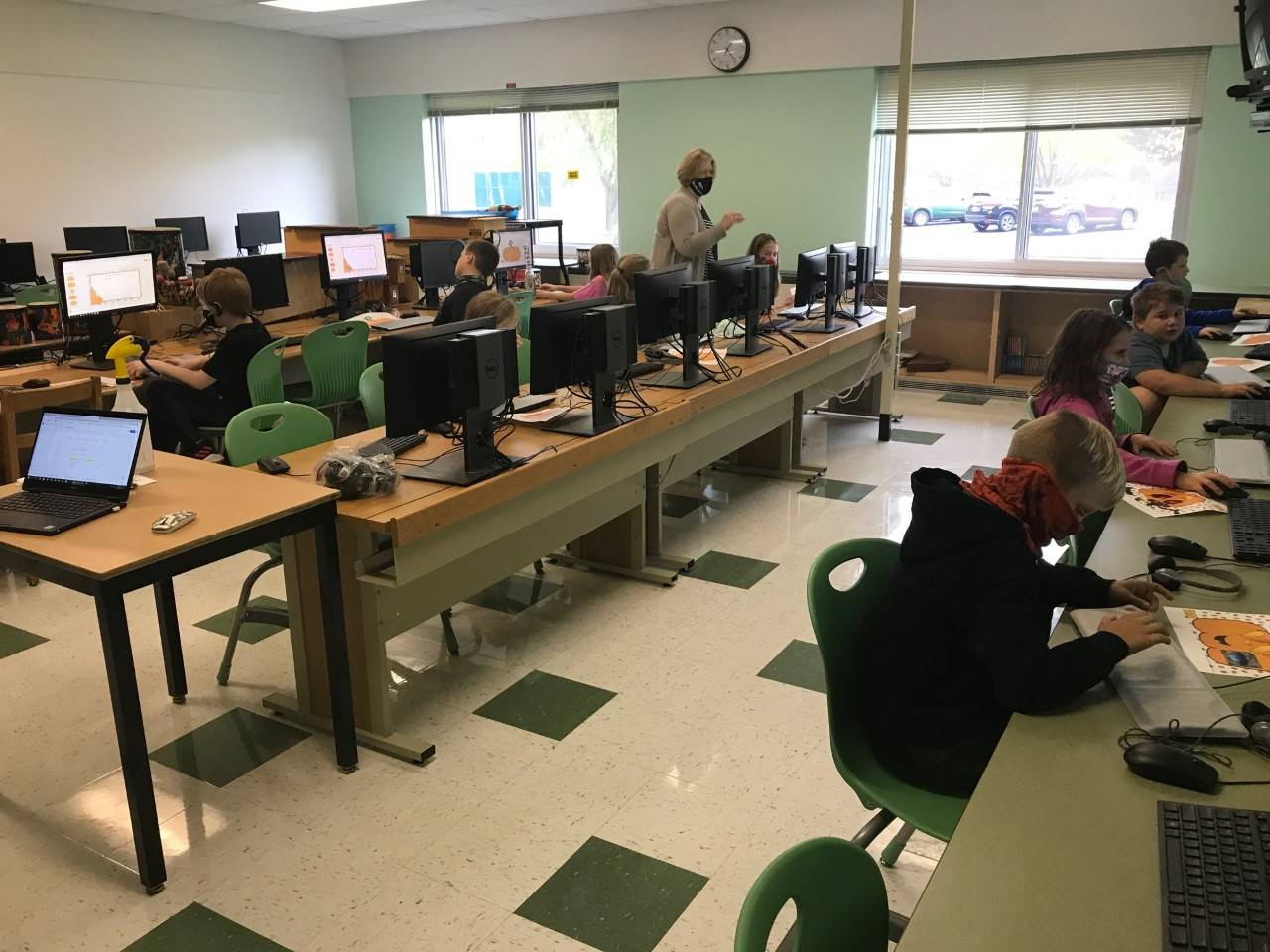 Photo of Mrs. Browning's class in the computer lab
